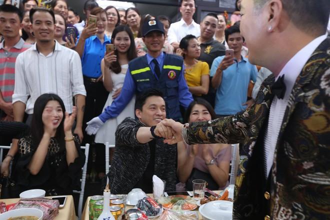 Hữu Công tiết lộ chi 2 tỷ cho đám cưới khủng, rộng 700m2, mời 1000 khách cùng sao hạng A về làng - Ảnh 20.