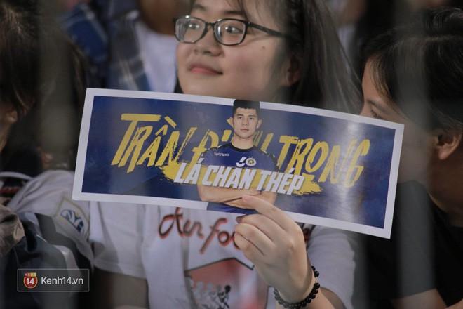 Fandom quốc dân của U23 Việt Nam hừng hực khí thế cổ vũ cho đại chiến Hà Nội - HAGL - Ảnh 1.