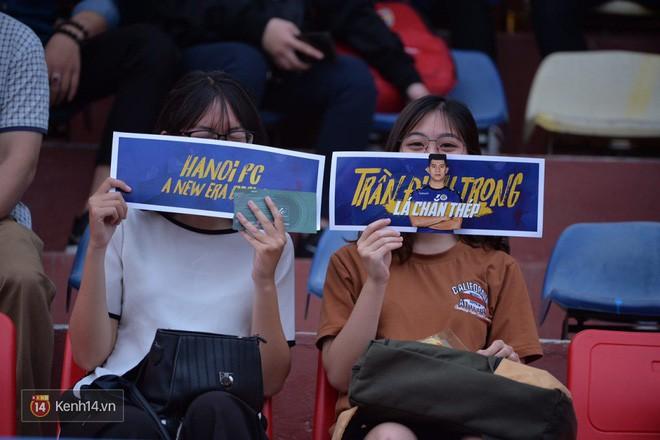 Fandom quốc dân của U23 Việt Nam hừng hực khí thế cổ vũ cho đại chiến Hà Nội - HAGL - Ảnh 2.