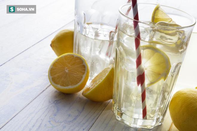 Có phải uống nước chanh buổi sáng là tốt nhất: Hãy nghe chuyên gia dinh dưỡng trả lời - Ảnh 2.