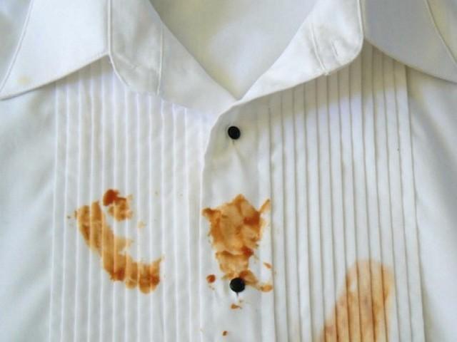 Nữ tiếp viên hàng không kể chuyện trót đổ nước cà chua vào áo khách VIP, cách xử lý của cô khiến ai cũng thán phục - Ảnh 1.