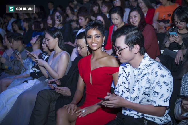 Hoa hậu HHen Niê gây chú ý với làn da nâu bóng, khỏe mạnh và liên tục cười thân thiện - Ảnh 5.