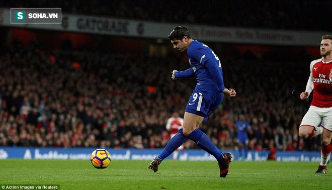 Sảy chân phút bù giờ, Chelsea ngậm ngùi ngửi khói Man United - Ảnh 2.