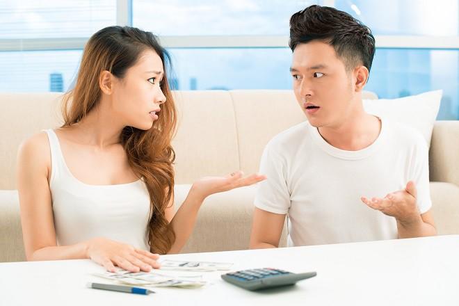 Cô gái bị ném đá vì chỉ ở nhà chờ chồng cho tiền tiêu vẫn đòi ly hôn, nhưng ít ai hiểu sự thật đằng sau - ảnh 1