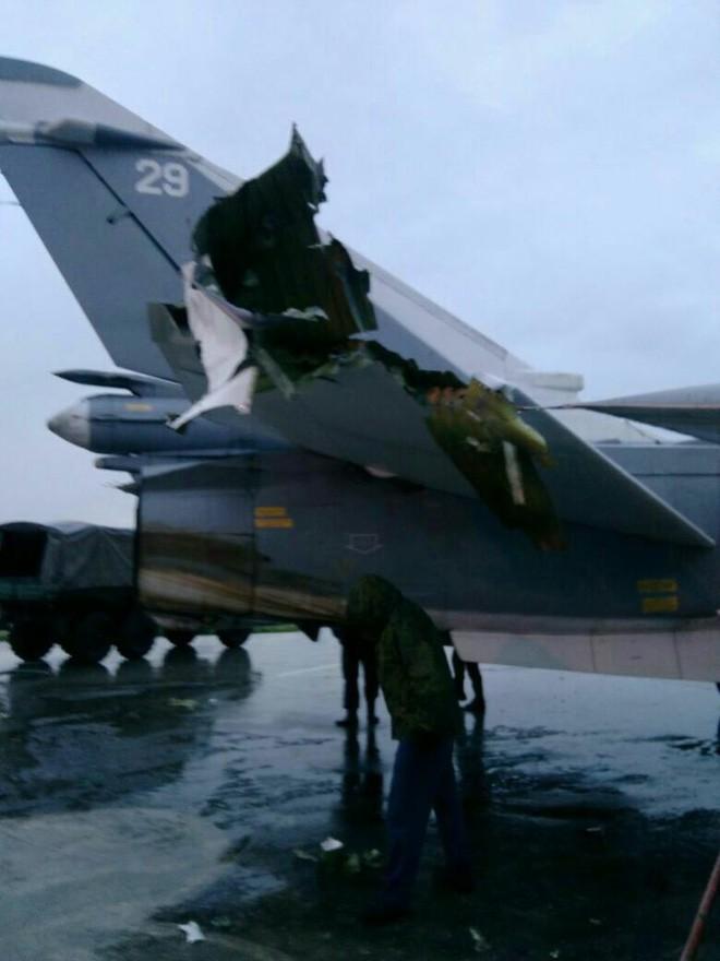 Sợ bị tập kích ở Syria, Nga lập tức giấu chiến đấu cơ Su-34, Su-35 trong... các bao cát - Ảnh 1.