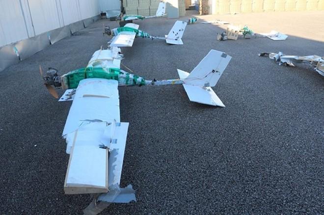 Sợ bị tập kích ở Syria, Nga lập tức giấu chiến đấu cơ Su-34, Su-35 trong... các bao cát - Ảnh 2.