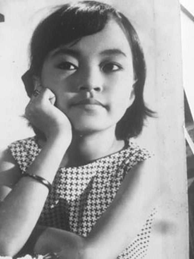 Loạt ảnh thời trẻ hiếm hoi của danh ca Hương Lan lần đầu công bố - Ảnh 1.