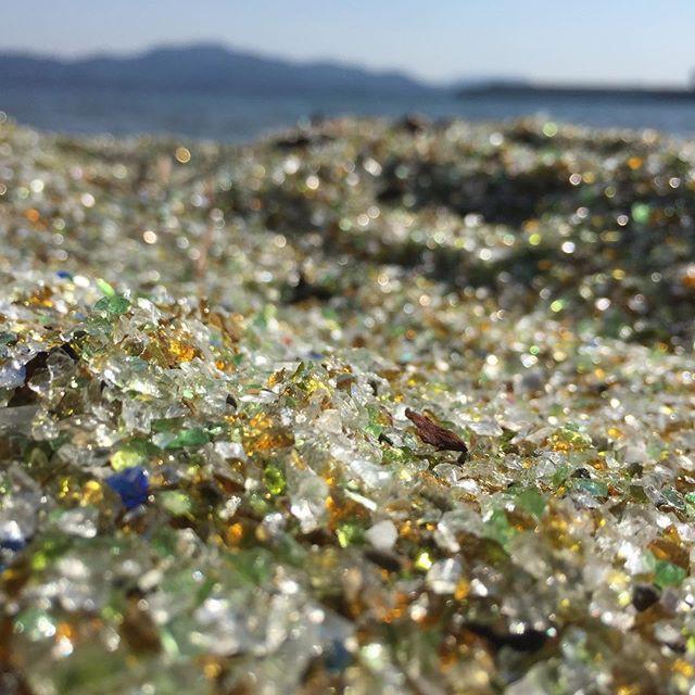 Lạ lùng bãi biển toàn thủy tinh ở Nhật Bản - Ảnh 6.