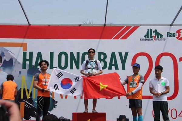 Chuyện chưa kể về người đàn ông khiếm thị vượt 21 km đường đèo Hà Giang - Ảnh 5.