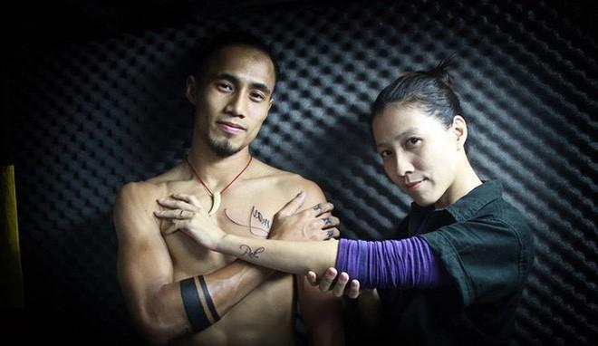 Bị cư dân mạng chỉ trích, bà xã Phạm Anh Khoa gỡ bỏ phát ngôn tự hào về anh - Ảnh 2.