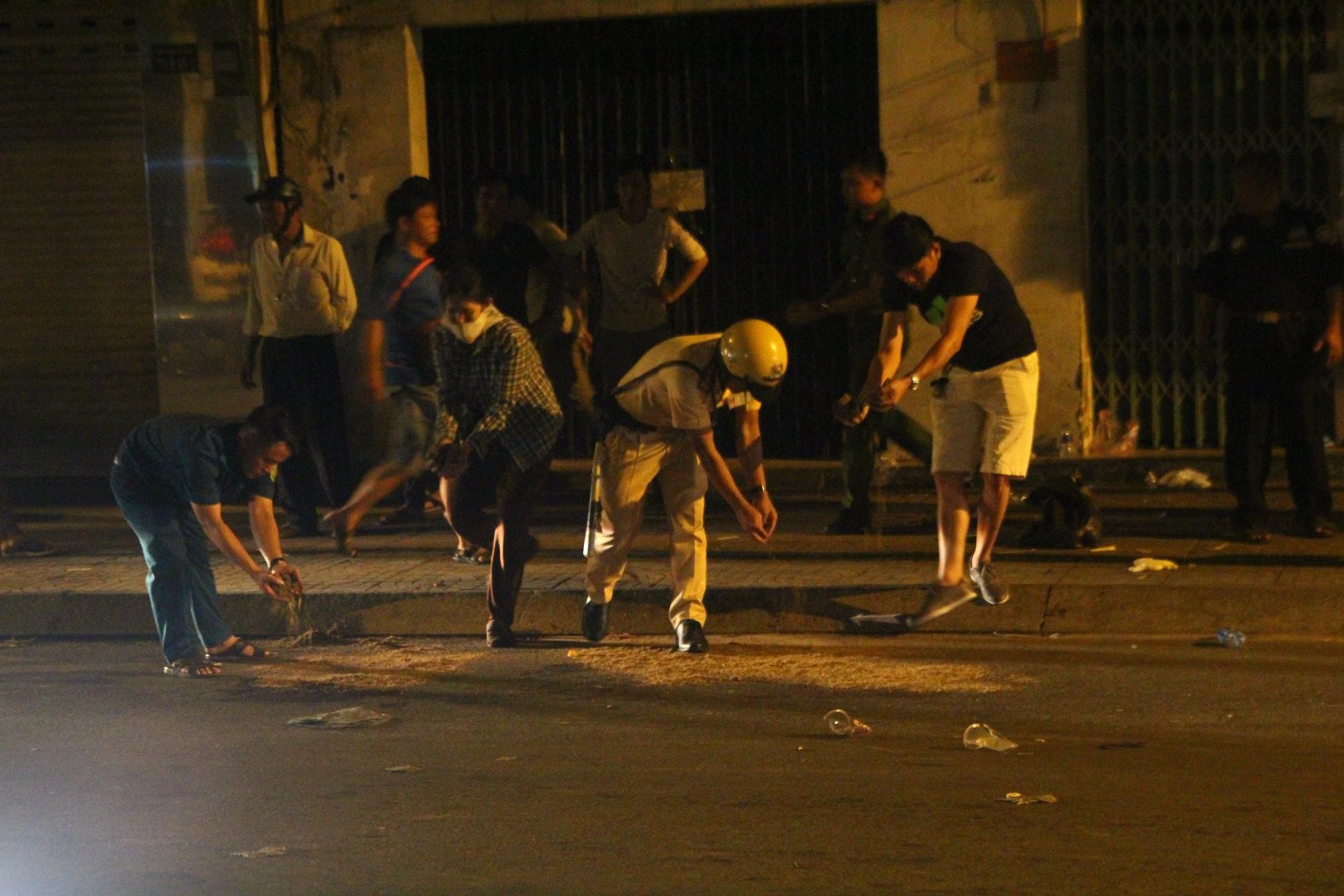 Hiện trường vụ băng trộm SH đâm chết 2 người ở Sài Gòn - Ảnh 5.