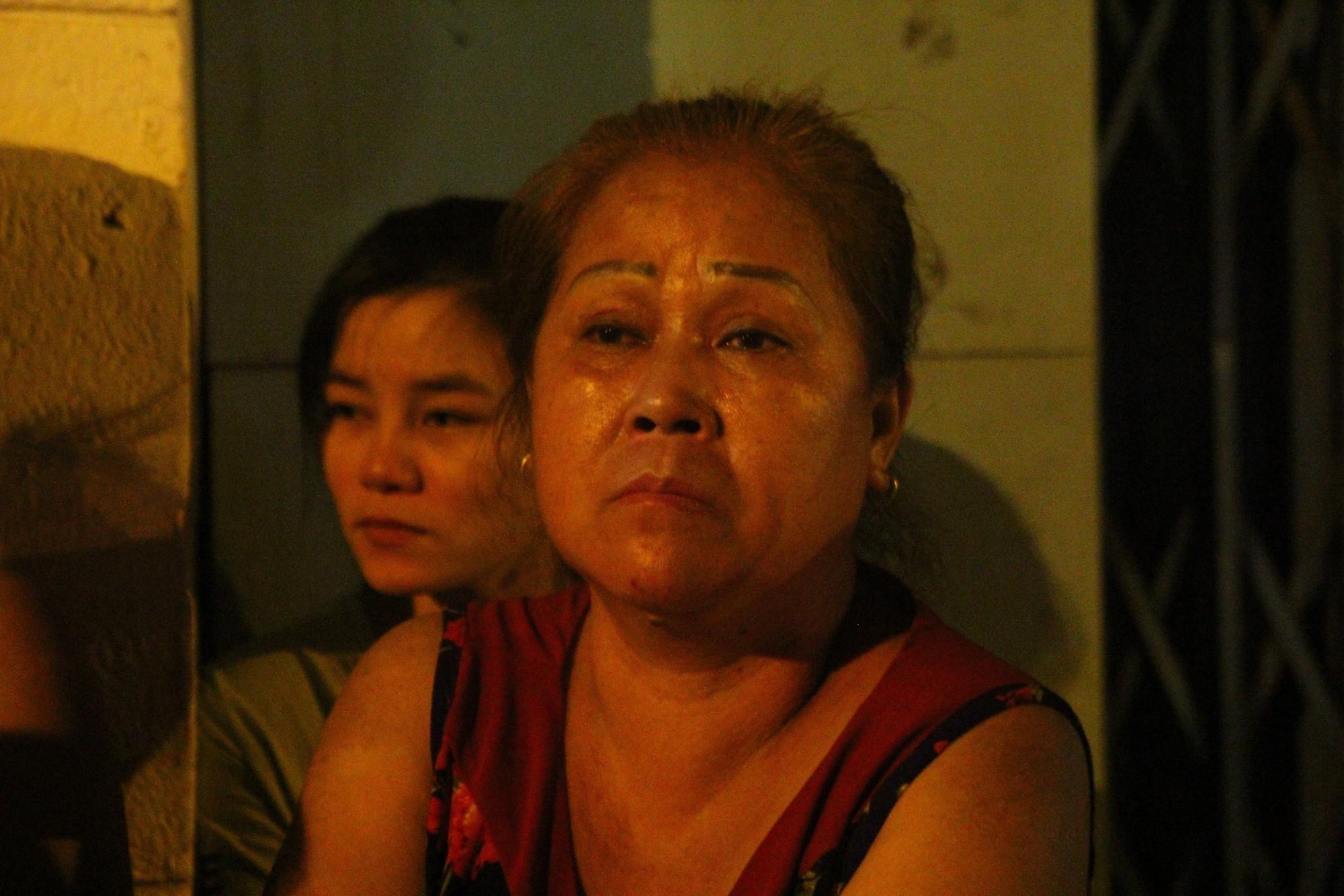 Hiện trường vụ băng trộm SH đâm chết 2 người ở Sài Gòn - Ảnh 7.