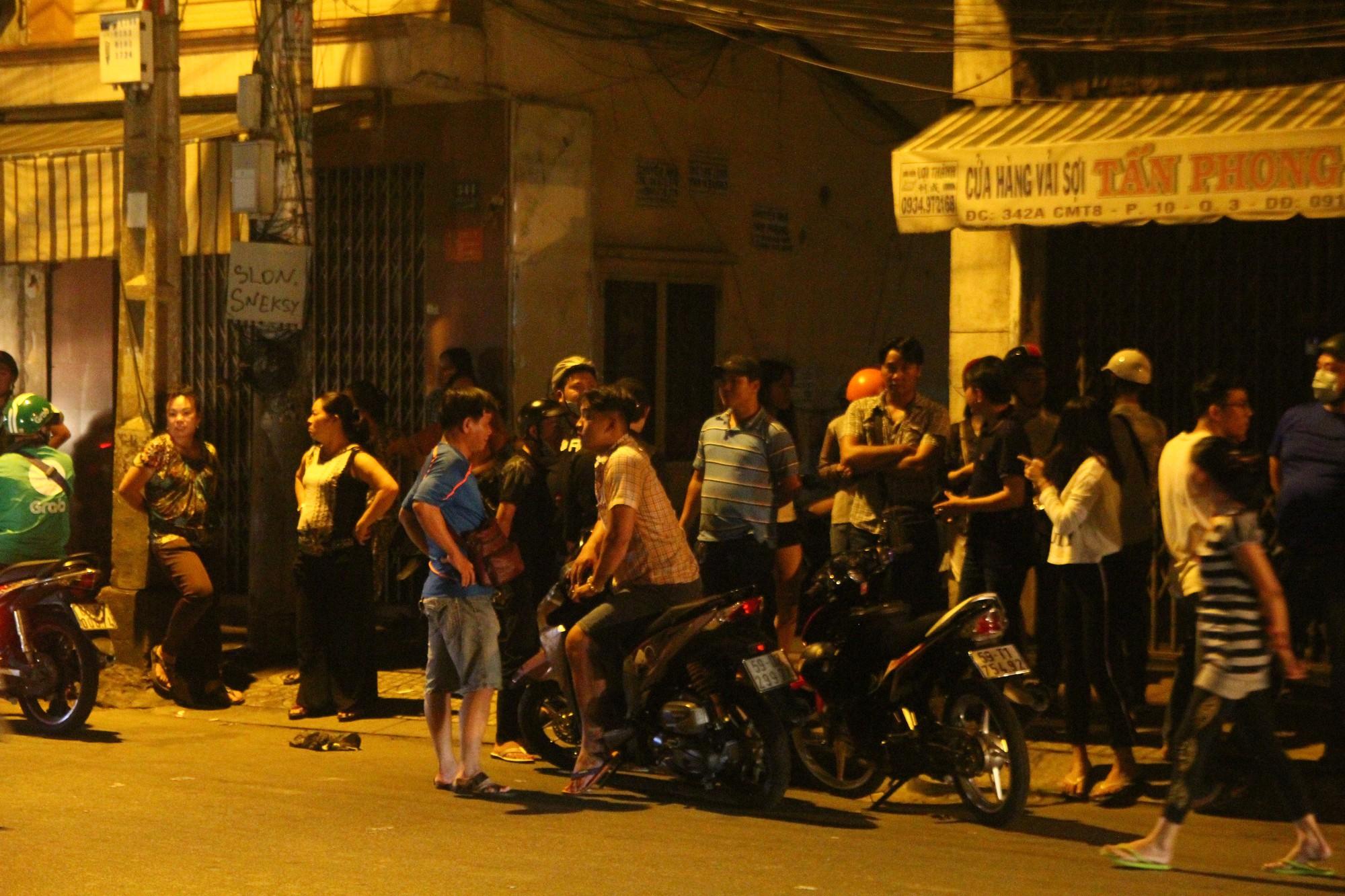 Hiện trường vụ băng trộm SH đâm chết 2 người ở Sài Gòn - Ảnh 4.