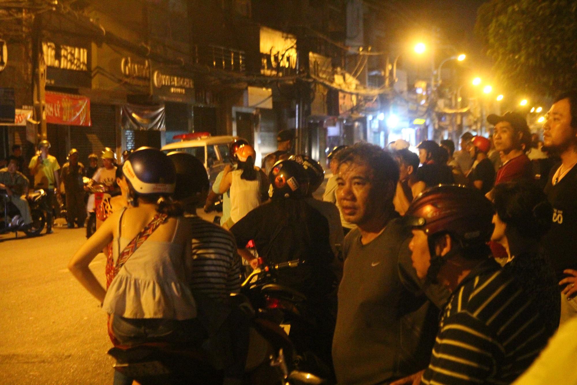 Hiện trường vụ băng trộm SH đâm chết 2 người ở Sài Gòn - Ảnh 6.