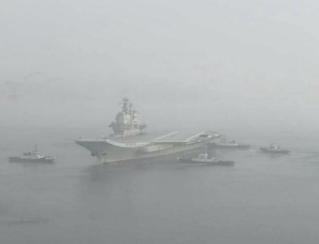 Trung Quốc cho tàu sân bay tự chế đầu tiên chạy thử - ảnh 1