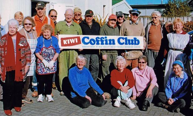 Kỳ lạ câu lạc bộ tự đóng và trang trí quan tài cho chính mình - Ảnh 3.