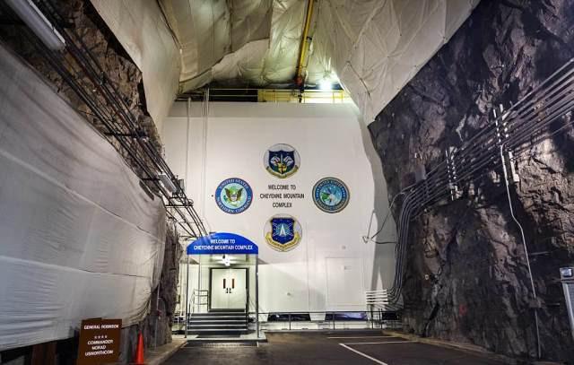 Cận cảnh căn cứ kiên cố tối mật quân đội Mỹ xây sâu trong lòng núi - ảnh 8