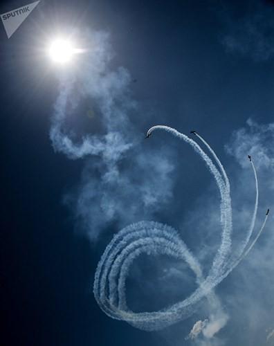 Mãn nhãn màn biểu diễn trên không của máy bay chiến đấu Nga - ảnh 10