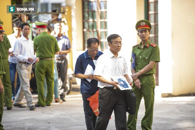 Chủ tọa vụ xử BS Hoàng Công Lương: Tòa triệu tập 2 lần ông Trương Quý Dương vẫn không có mặt! - Ảnh 3.