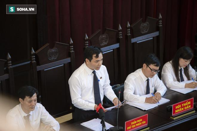 Chủ tọa vụ xử BS Hoàng Công Lương: Tòa triệu tập 2 lần ông Trương Quý Dương vẫn không có mặt! - Ảnh 1.
