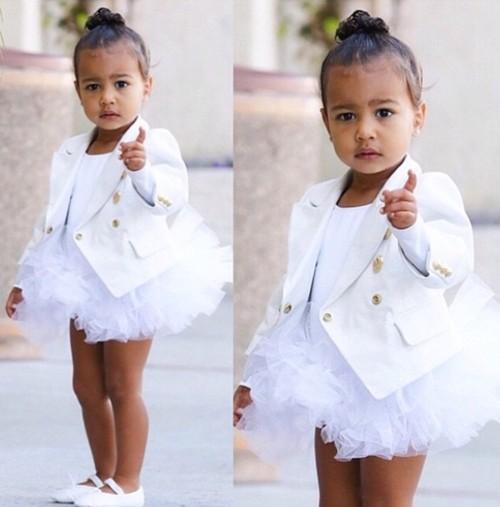 """Con gái Kim """"siêu vòng ba"""": 5 tuổi đã sở hữu tủ đồ hiệu hàng chục tỷ, đi phi cơ riêng - Ảnh 7."""
