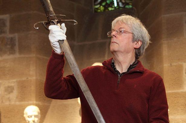 Bí ẩn bảo kiếm gần 1000 năm tuổi vào sinh ra tử với hiệp sĩ huyền thoại của Scotland - Ảnh 3.