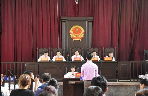 Xét xử bác sỹ Hoàng Công Lương: Truy trách nhiệm những cá nhân bị triệu tập - Ảnh 2.