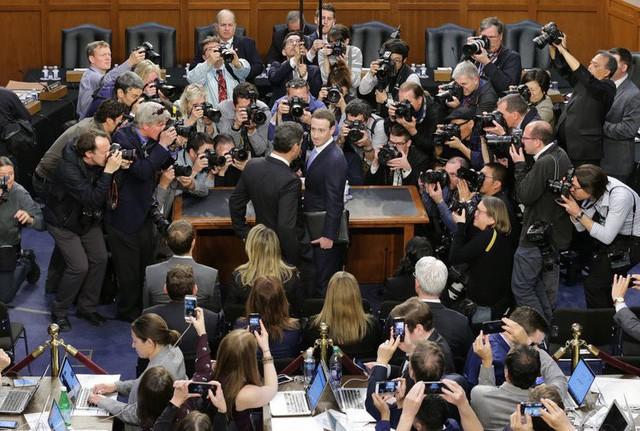 Nhìn lại lịch sử phát triển từ phòng ký túc xá tới khi lập ra đế chế Facebook của Mark Zuckerberg - Ảnh 27.