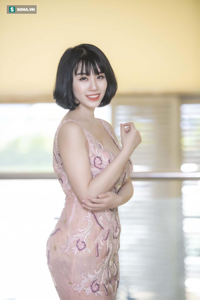 Mẹ ruột Linh Miu xuất hiện, gây chú ý hơn cả con gái - Ảnh 1.