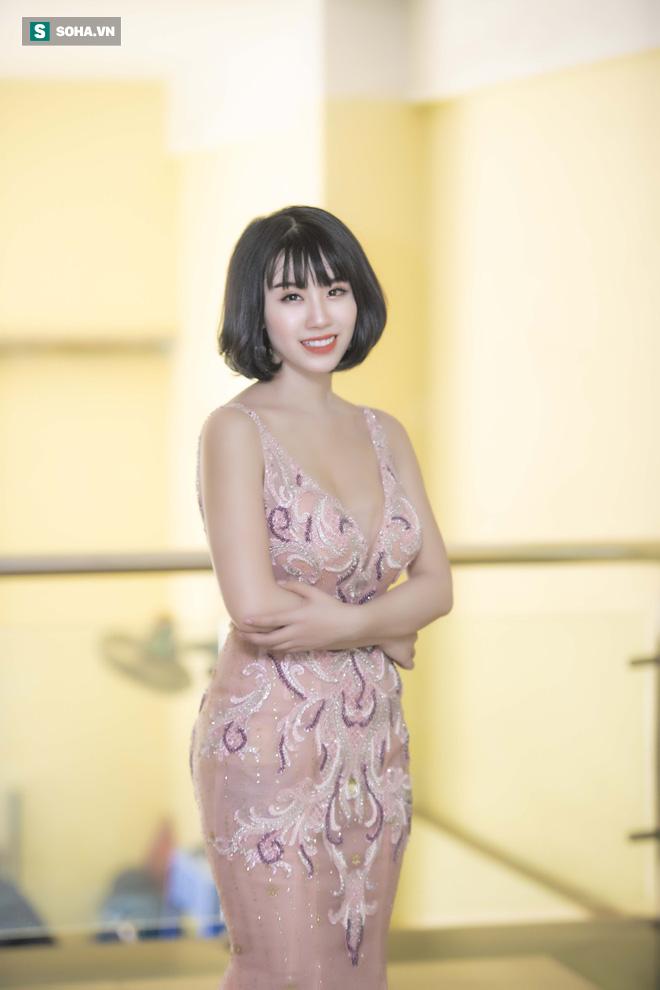 Mẹ ruột Linh Miu xuất hiện, gây chú ý hơn cả con gái - Ảnh 2.