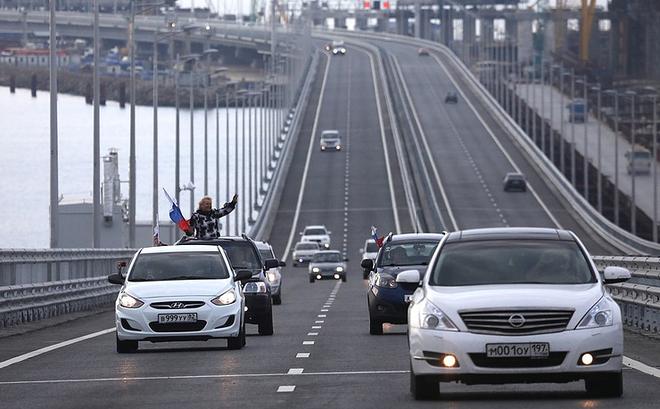Tác chiến đánh sập cầu nối Nga với Crimea: Ai liều mạng buộc chuông vào cổ con mèo? - Ảnh 1.