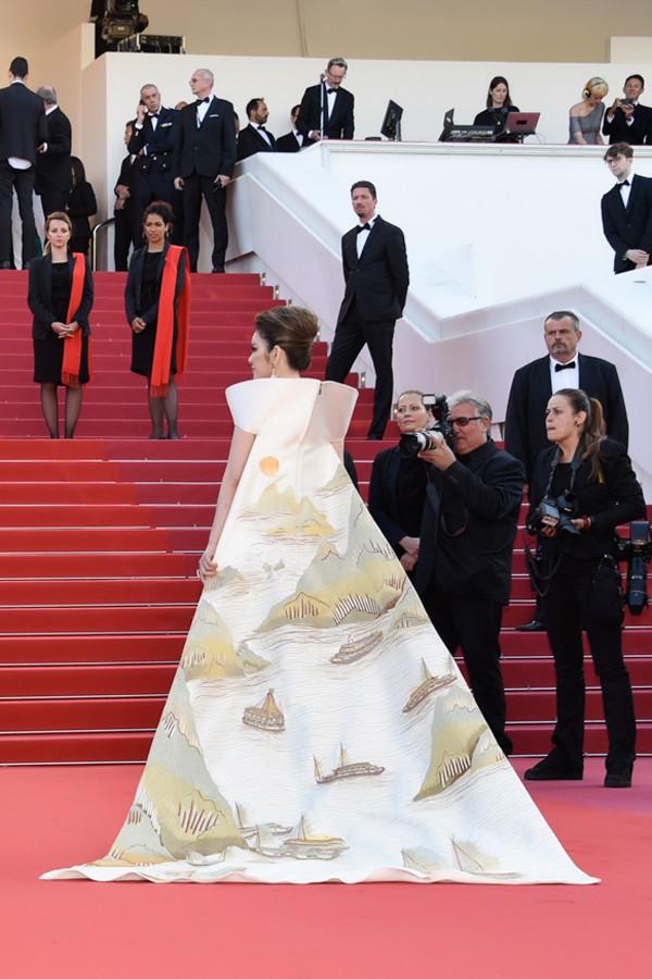 Trên thảm đỏ LHP Cannes 2018, sao Việt mặc nóng bỏng hơn cả sao quốc tế - ảnh 11