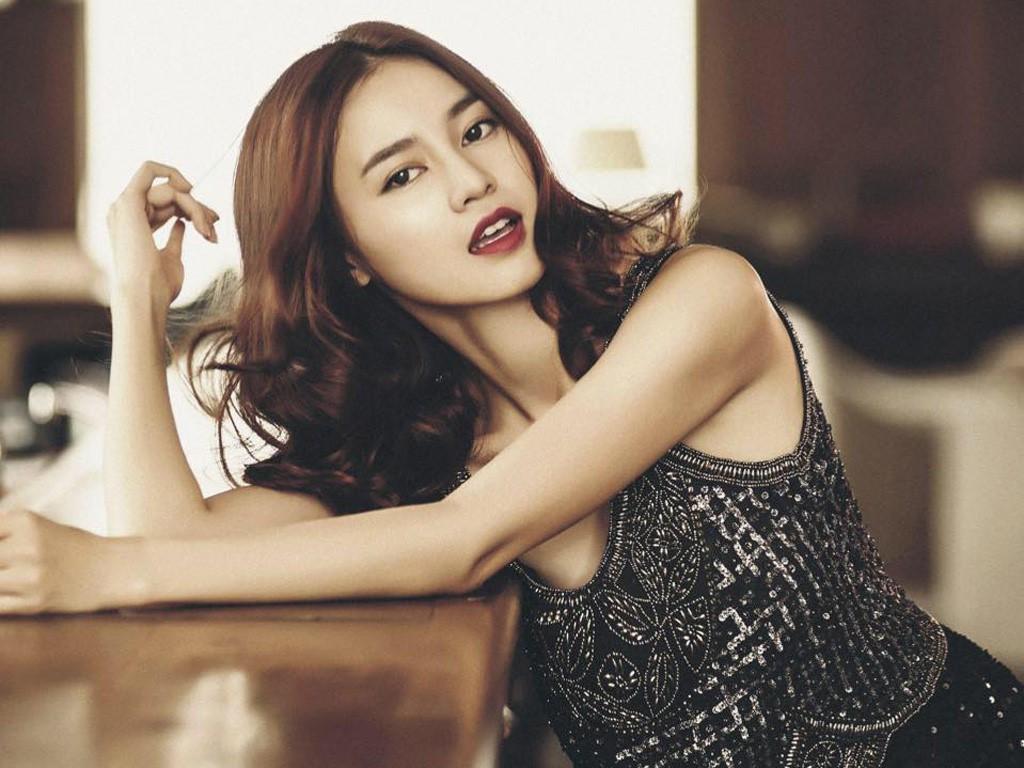 Đường cong không thể xem thường của nữ diễn viên vừa bị Minh Luân 'tố tình' là người phản bội