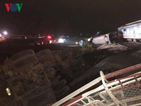 Hiện trường vụ tai nạn tàu hỏa kinh hoàng làm 2 người chết, 8 người bị thương ở Thanh Hóa - Ảnh 13.