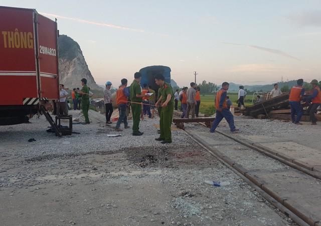 Hiện trường vụ tai nạn tàu hỏa kinh hoàng làm 2 người chết, 8 người bị thương ở Thanh Hóa - Ảnh 7.