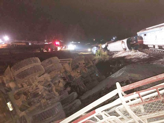 Hiện trường vụ tai nạn tàu hỏa kinh hoàng làm 2 người chết, 8 người bị thương ở Thanh Hóa - Ảnh 11.