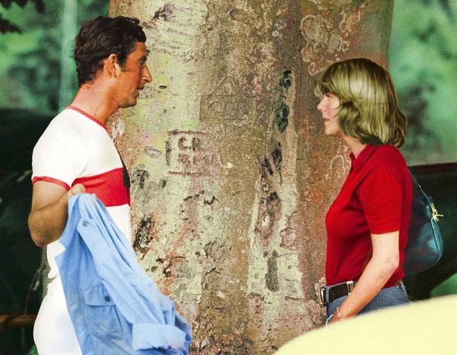 Công nương Diana có mọi thứ trừ điều này và đó là lý do trái tim Thái tử Charles không hướng về bà - Ảnh 1.