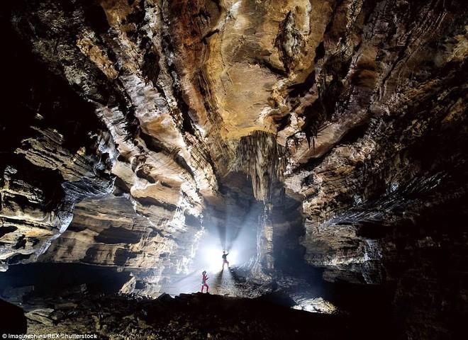 Phát hiện hang động khủng ở Trung Quốc - đủ chứa được 4 kim tự tháp Giza - Ảnh 1.