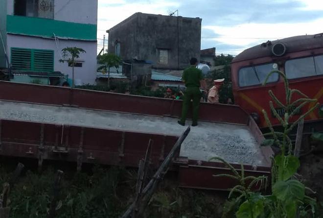 Vụ 2 tàu hỏa tông nhau khi vào ga: Công an tỉnh Quảng Nam lấy lời khai lái tàu - Ảnh 2.