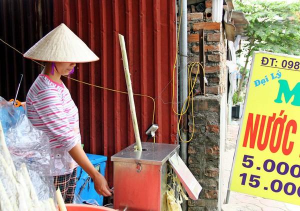 Những nghề bình dân hái tiền triệu mỗi ngày nhờ nắng nóng - Ảnh 1.