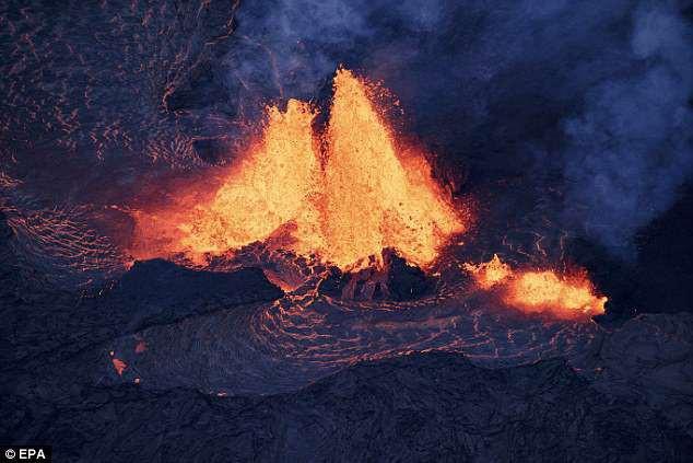 Địa ngục đảo Hawaii những ngày núi lửa phun trào: dung nham tràn xuống tận vườn nhà - Ảnh 5.
