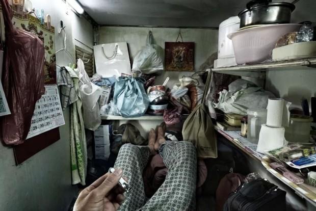 Cảnh sống chui rúc, nơi toilet chung khu nấu nướng trong những căn nhà quan tài - Ảnh 3.