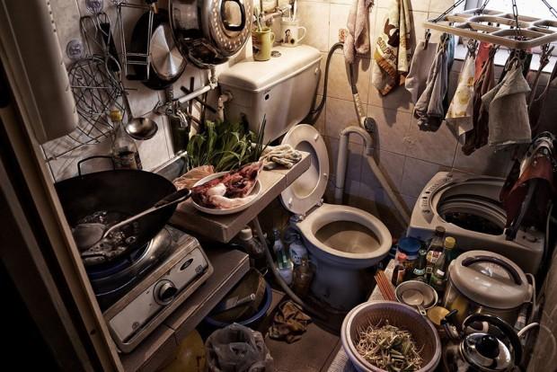 Cảnh sống chui rúc, nơi toilet chung khu nấu nướng trong những căn nhà quan tài - Ảnh 9.