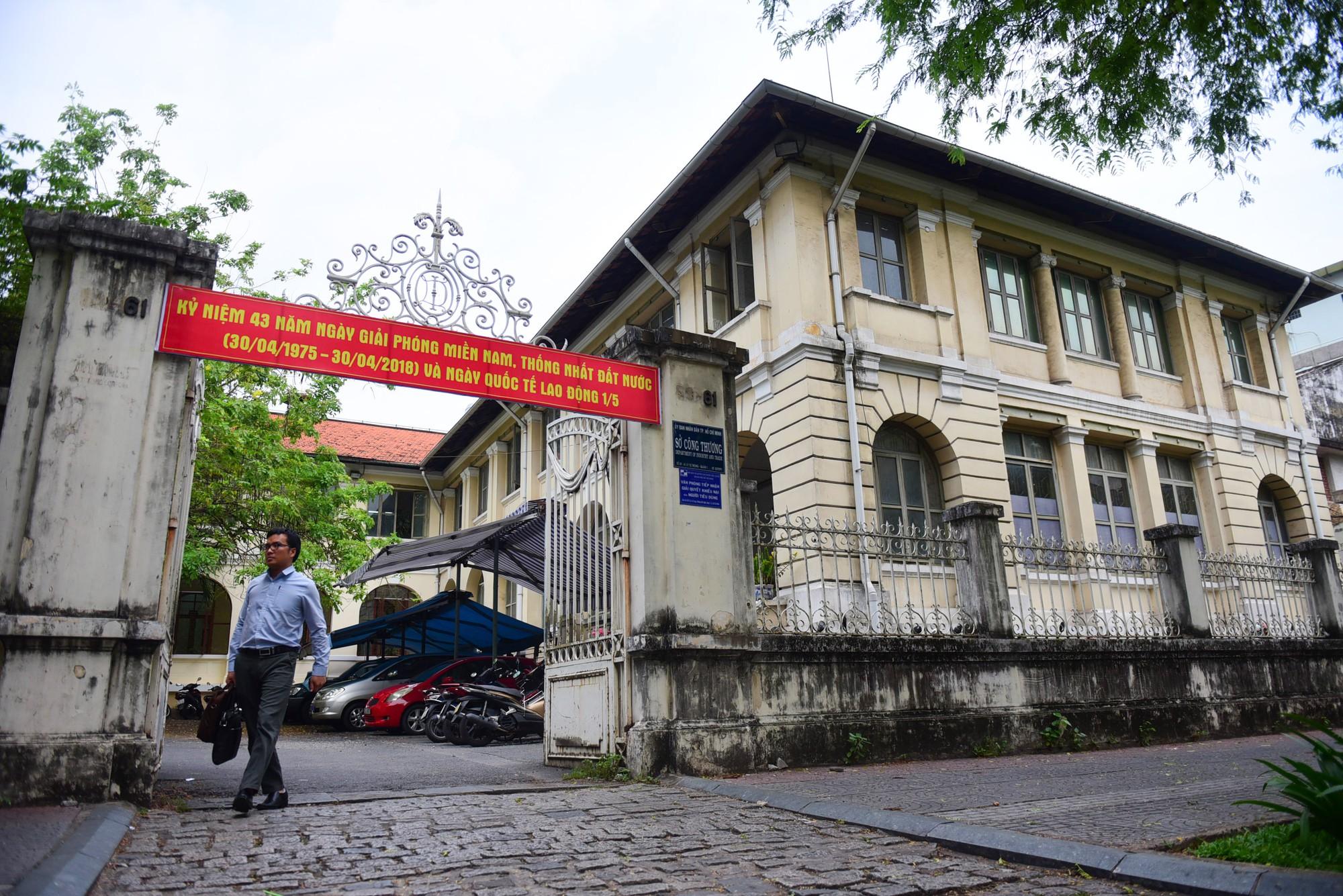 Cận cảnh dinh Thượng Thơ 120 năm tuổi ở Sài Gòn có nguy cơ bị đập bỏ - Ảnh 3.