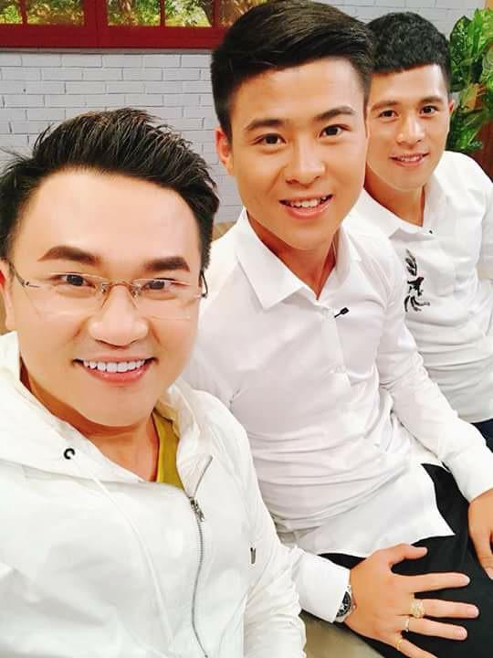 Mẹ Đình Trọng U23 Việt Nam phấn khích khi thấy Hari Won: Tôi muốn có con dâu như Hari Won! - Ảnh 6.