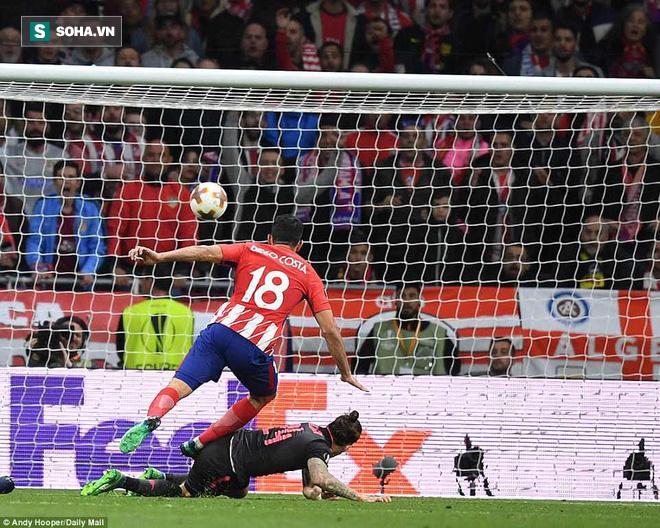Arsenal bại trận đúng quy trình, giấc mơ cuối cùng của HLV Wenger chính thức tan vỡ - Ảnh 1.