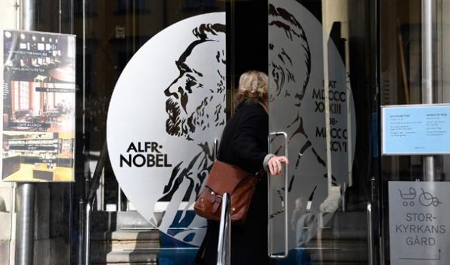 Dính đến bê bối tình dục, giải Nobel Văn học 2018 bị hủy - Ảnh 2.