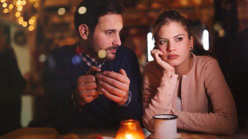 Cho đồng nghiệp nữ đi nhờ xe, chồng lập tức đối mặt với lời đề nghị ly hôn từ vợ - Ảnh 2.