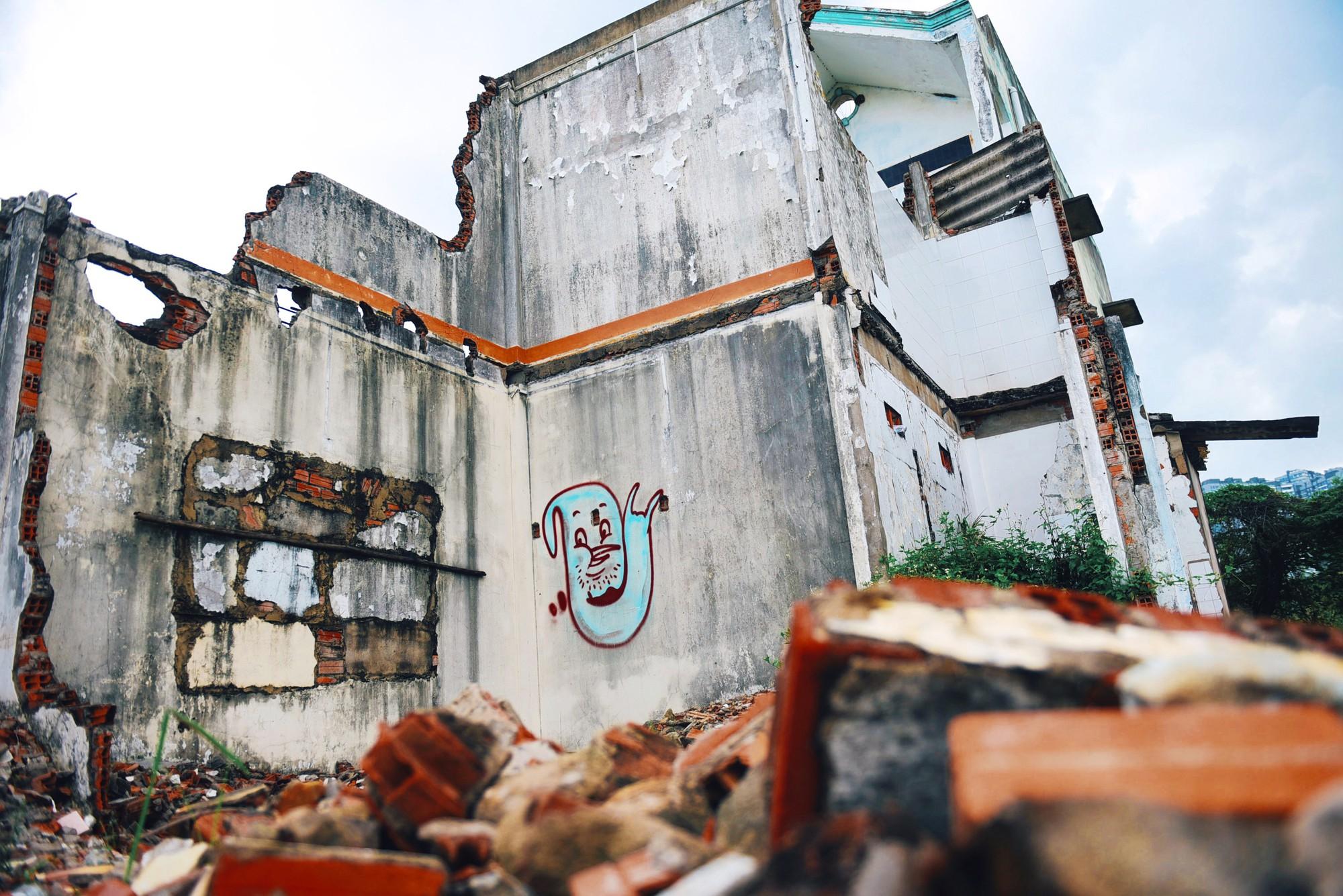 Người dân bám trụ Thủ Thiêm sống trơ trọi giữa những căn nhà đổ nát  - Ảnh 12.