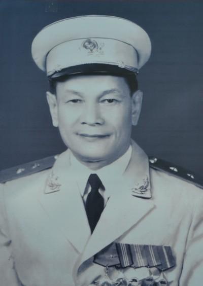 Chiếc áo dạ rách nát và câu chuyện Cục phó Cục Bảo vệ cùng bộ đội kéo pháo - Ảnh 1.